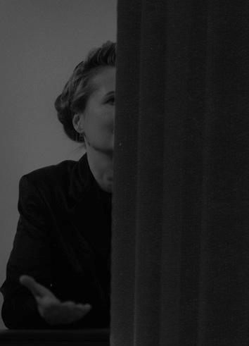 04_Kama Sokolnicka_Elfriede Jelinek zzasłoną (Vienna Set)_c-print_ folia_ 2010_ dzięki uprzejmości artystki iBWA Warszawa