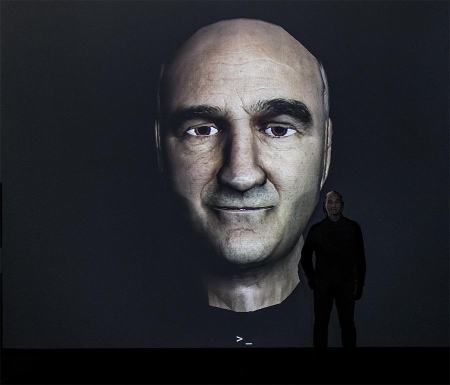 """Stelarc, """"Prostethic Head"""", fot.Krzysztof Miękus CSW Łaźnia"""