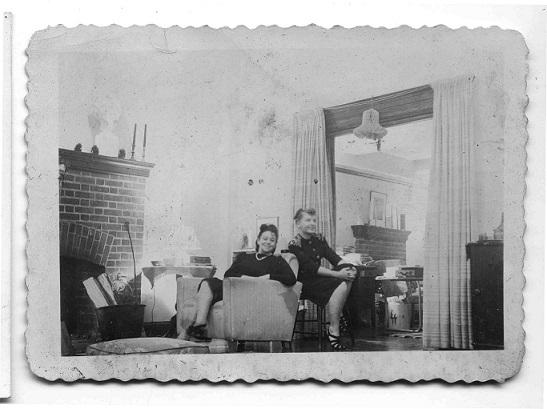 Teresa Żarnower wswoim studio zżoną Raymonda Grahama Swinga, Siggy_ archiwum Teresy Żarnowerówny, Dzięki uprzejmości Janet, Alexa iAnny Luisy