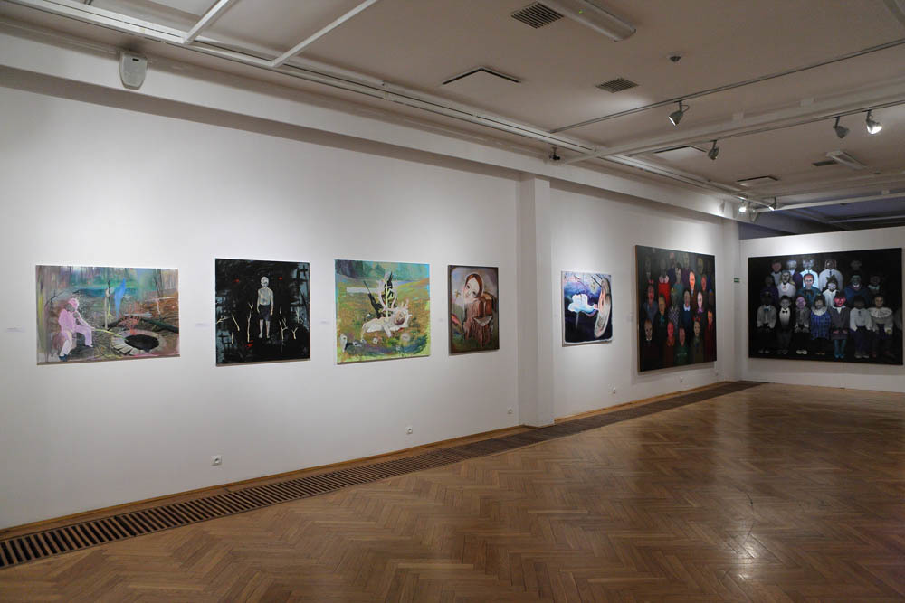 """od lewej: Aleksandra Urban, 2010-2012 (""""Studnia"""", """"Scorpio"""", """"Jagody"""",""""Przekrój"""", """"Ofelia""""); Ewa Juszkiewicz, 2009 (""""Portret zbiorowy"""", """"Nasza klasa"""")"""