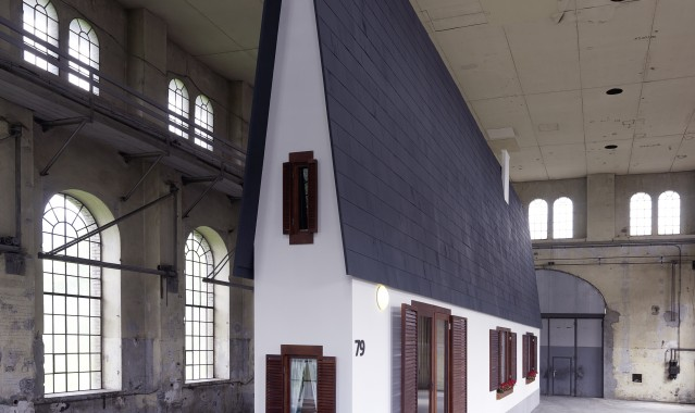 Erwin Wurm, Narrow House, fot. Robert Fessler