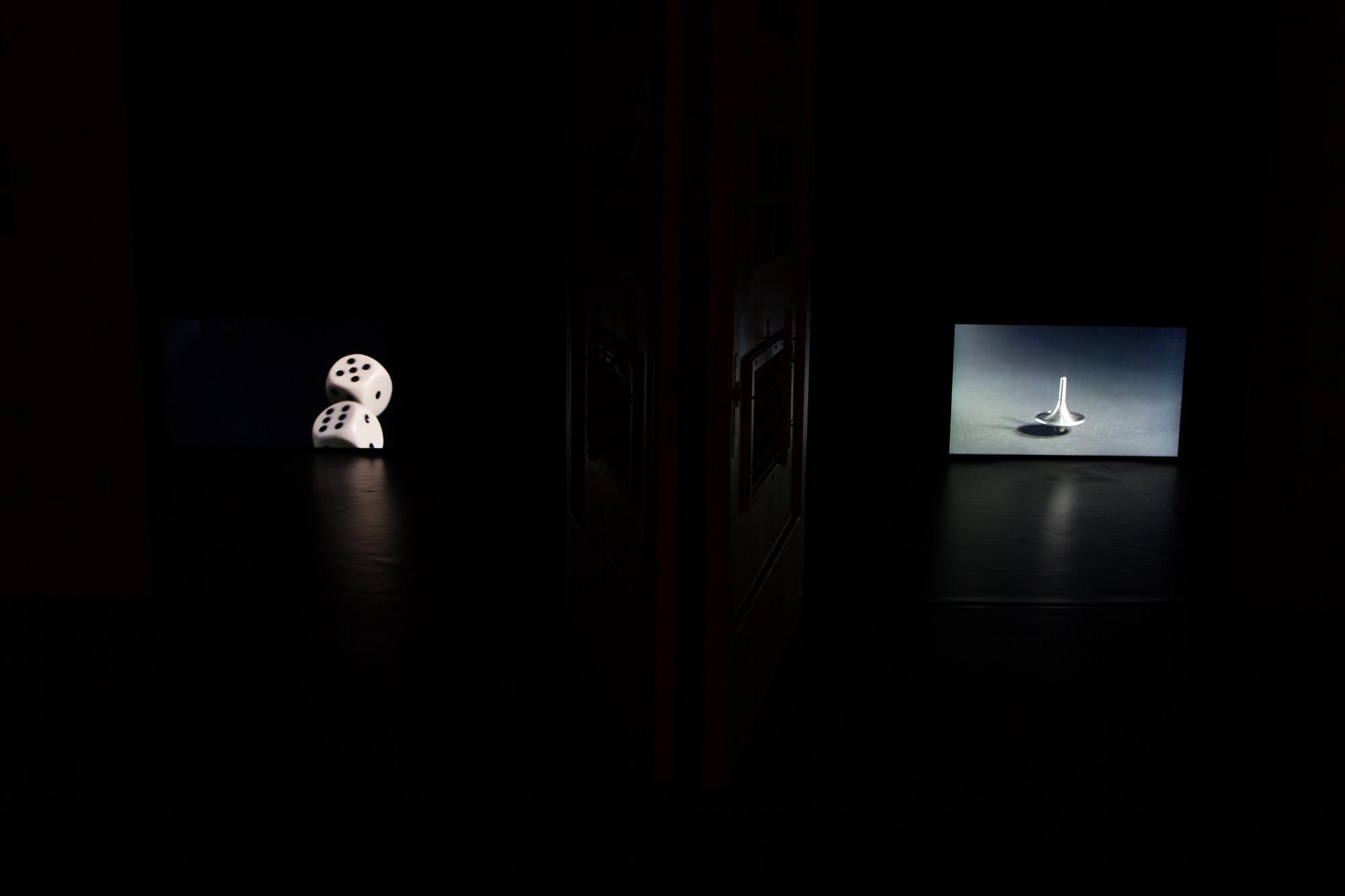 Alicja Kwade, In Ewig den Zufall Betrachtend, 2014; Kreisel (Inception), 2012, fot.Roman März