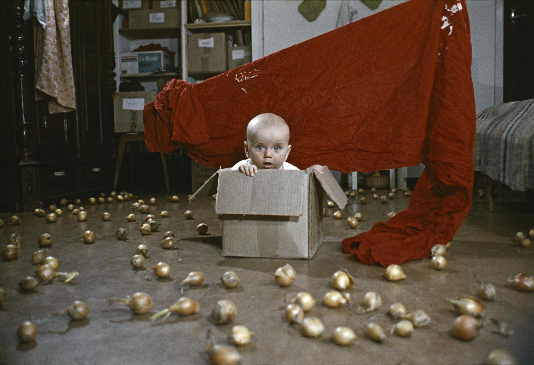 KwieKulik, Działania zDobromierzem, 1972-74 dygitalizacja 2008, projekcja natrzy ekrany, ok. 390 slajdów, 31' 06'', ed. 5 + 2 A.P.