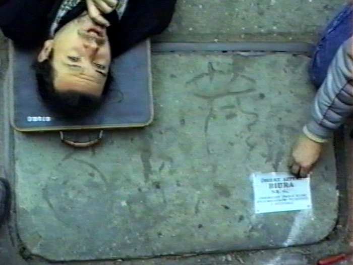 Andrzej Paruzel, Prace Biura Łódź, 1989, kadr zfilmu