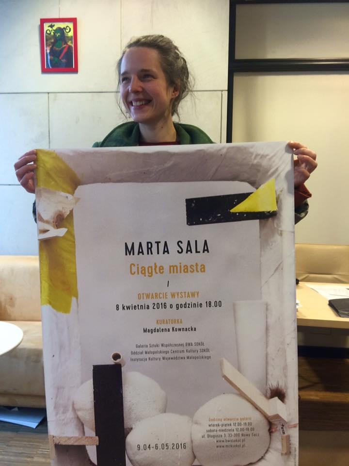 Marta Sala zplakatem swojej wystawy wBWA Sokół, fot.Gaweł Kownacki