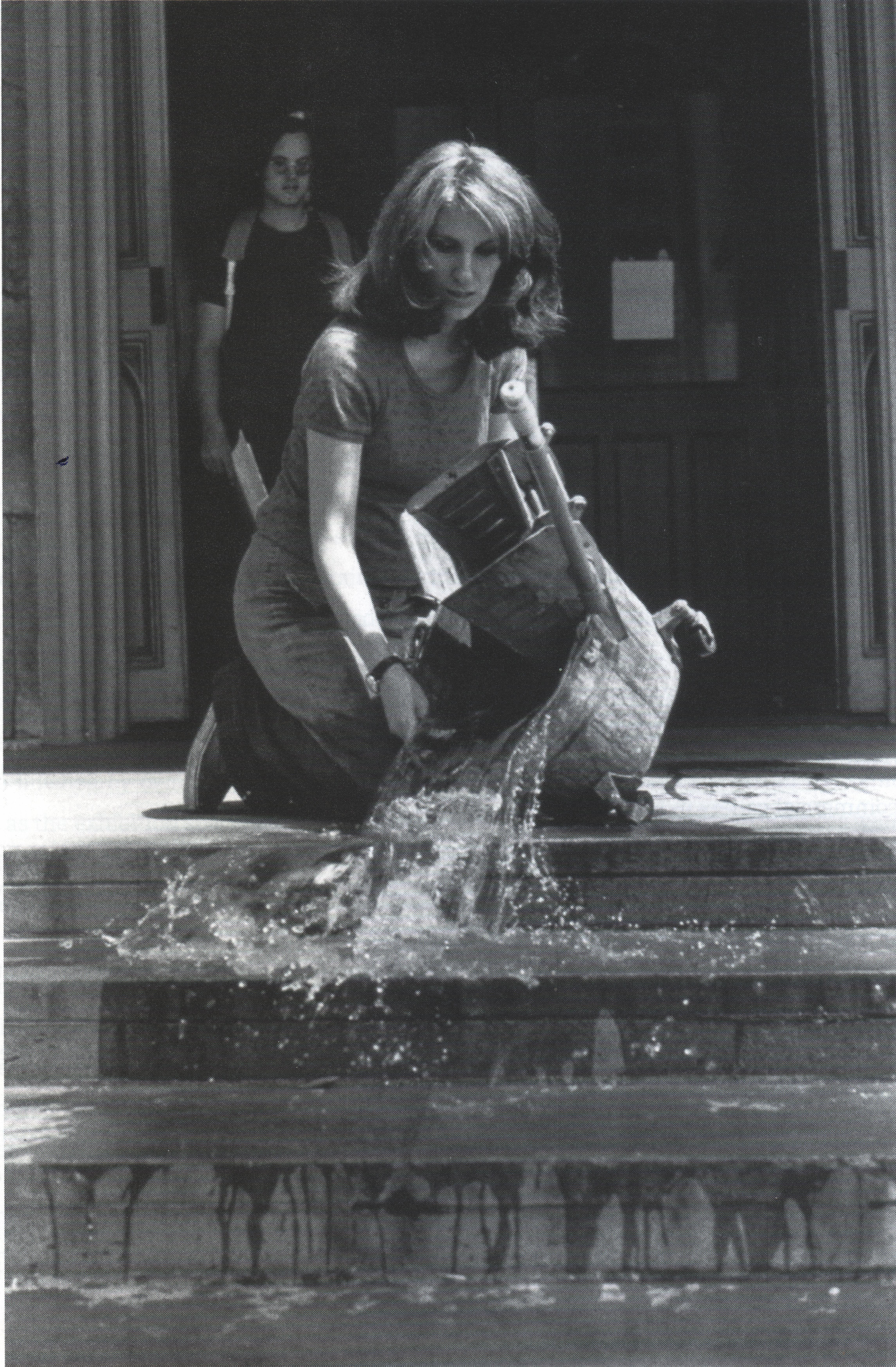 Mierle Laderman Ukeles, Hartford Wash: Washing/Tracks/Maintenence: Outside, 1973, performans w Wadsworth Atheneum