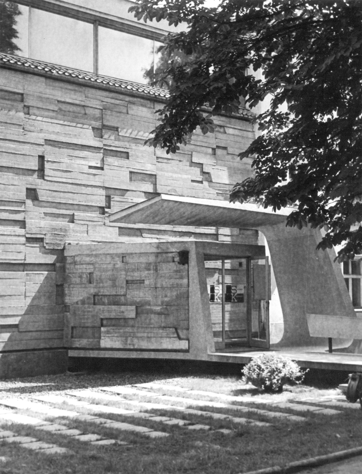 Plastyczne opracowanie fasady MPW, lata 60. XX wieku, fot.D. Zawadzki, zzasobu Archiwum Galerii Bunkier Sztuki