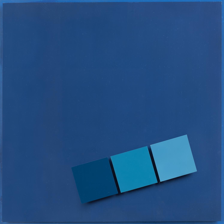 Henryk Stażewski, Relief niebieski nr 63, 1973, kolekcja Anny i Jerzego Staraków, fot. Maciej Jędrzejewski