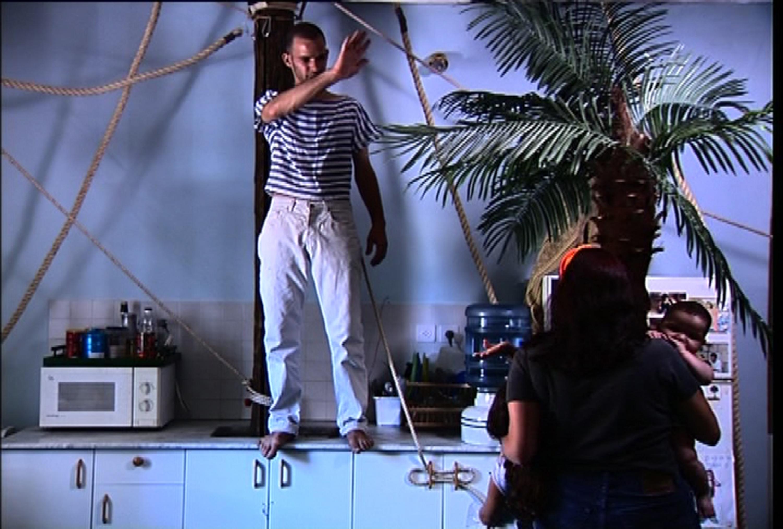 Guy Ben-Ner, Moby Dick, 2000, kadr zfilmu; dzięki uprzejmości artysty orazGalerii Postmasters, Nowy Jork