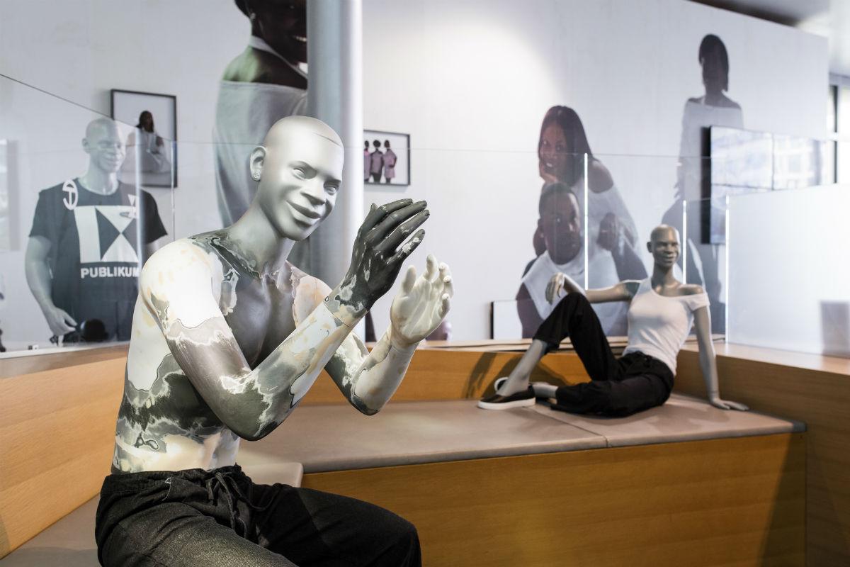 TELFAR, RETROSPECTIVE, 2016; widok wystawy; 9th Berlin Biennale, fot.Timo Ohler