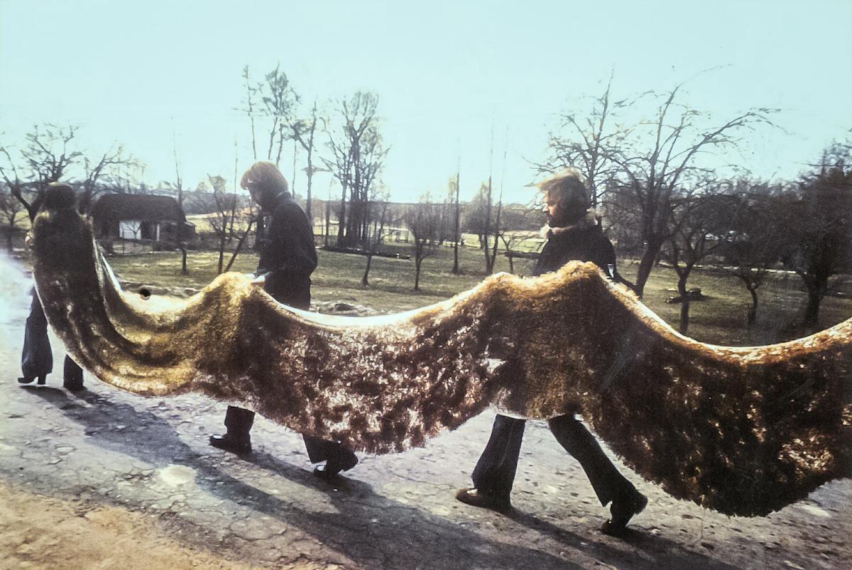Teresa Murak, Dywan Wielkanocny, Kiełczewice, 1974, fot. Leopold Sarnecki