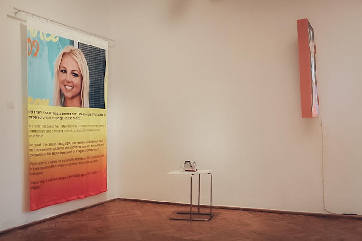 Hubert Gromny, Work B**ch, artysta nieznany, Work B**CH, widok naprace 2013, Andrea Fraser, Untitled, 2003, artysta nieznany Paris-Paris, 2016, Galeria F.A.I.T., fot.StudioFILMLOVE