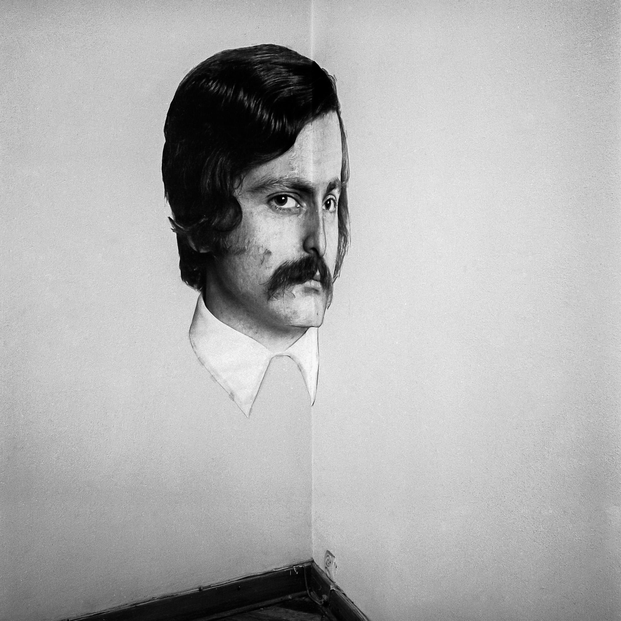 Krzysztof Wodiczko, Autoportret, Galeria Akumulatory 2, 1974