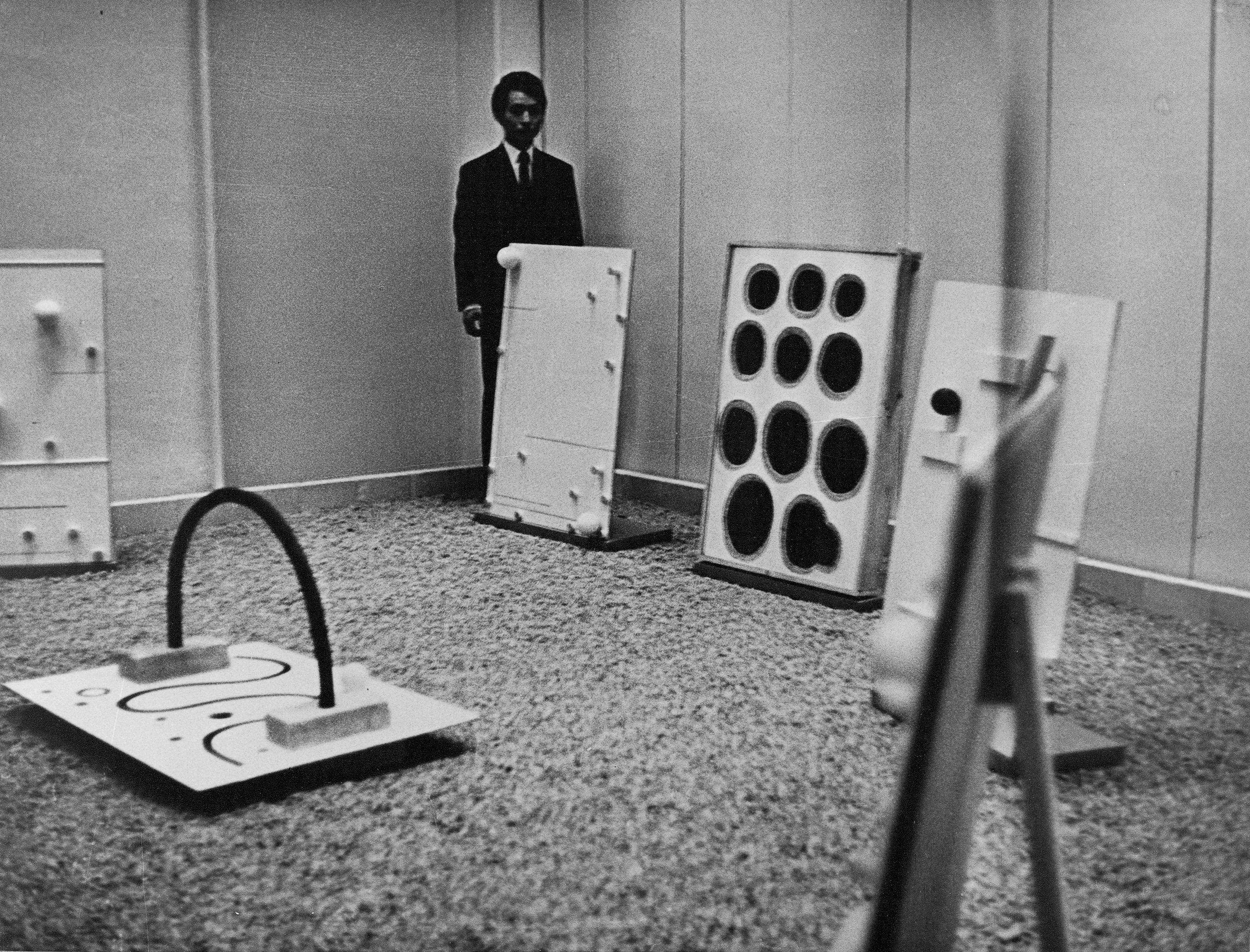 Reliefy, prace przestrzenne, Galeria Foksal, 1967