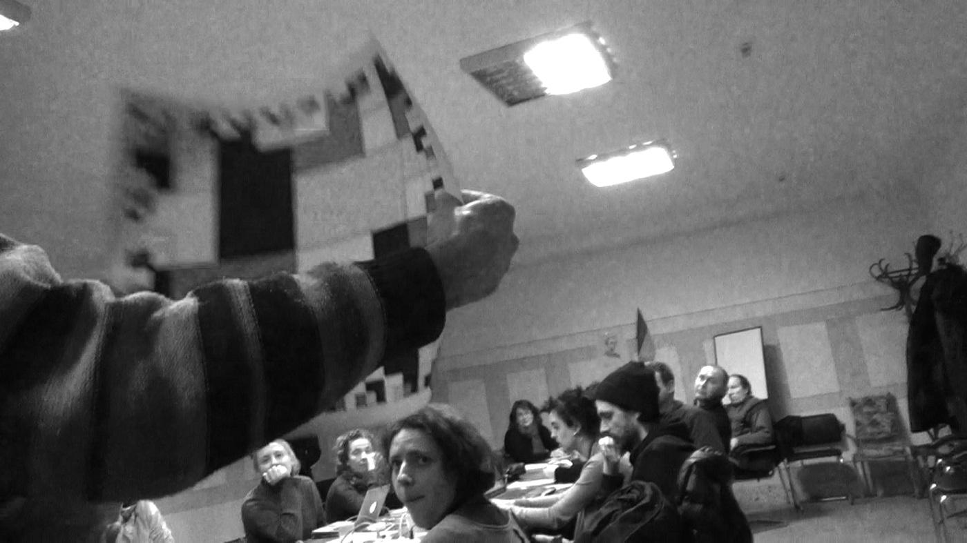 """Aleka Polis, """"Cyklooksytocyna nr43"""" dla Ukrainy, przekazanie obrazu, Ministerstwo Kultury, Kijów, 01.03.2014, kaltka zfilmu, kamera Mateusz Janik"""