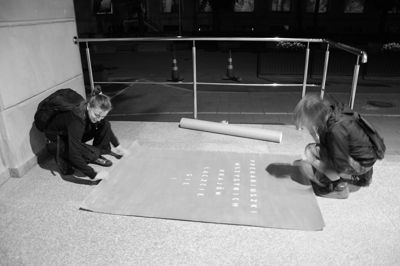 """Aleka Polis, (Antyimperialistyczna Grupa Miejskiej Partyzantki), """"Prekariuszki wszystkich krajów łaczcie się"""", 22.05.2015, fot.Zuza Ziółkowska/Hercberg"""