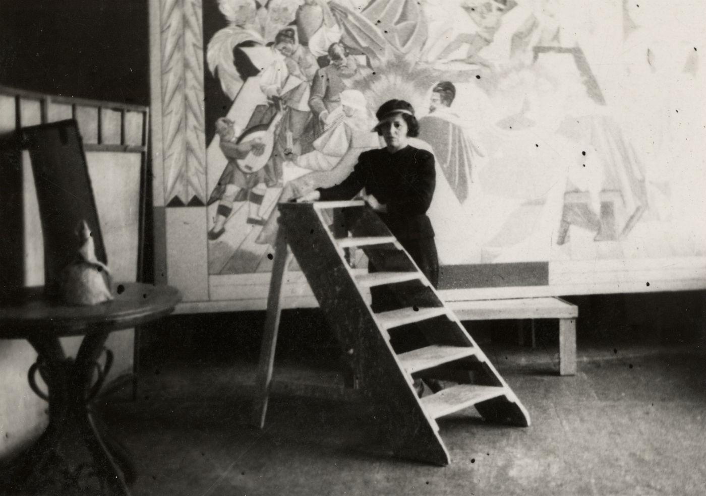 Zofia Stryjeńska podczas prac nadUcztą Wierzynka, 1939r.