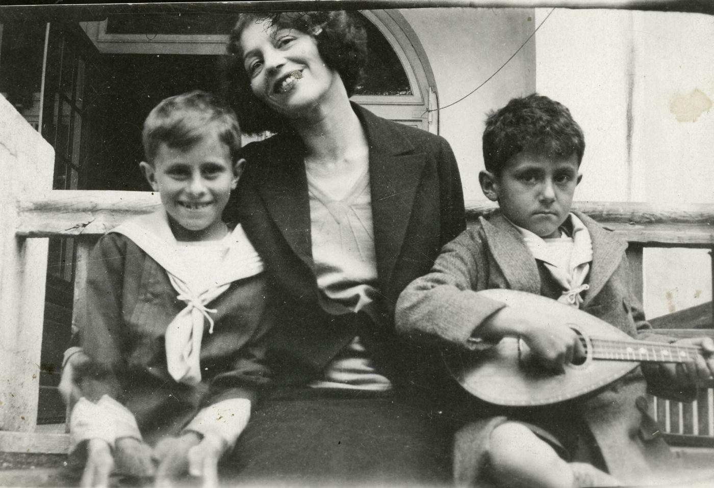 Zofia Stryjeńska zsynami, 1931r.