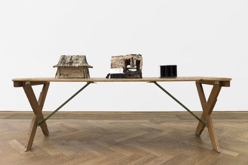 Paulina Olowska, Pavilionesque, Installtionsansicht Chatka, Children's Imagination, ABox, 2013 Keramiken Kunsthalle Basel 2013