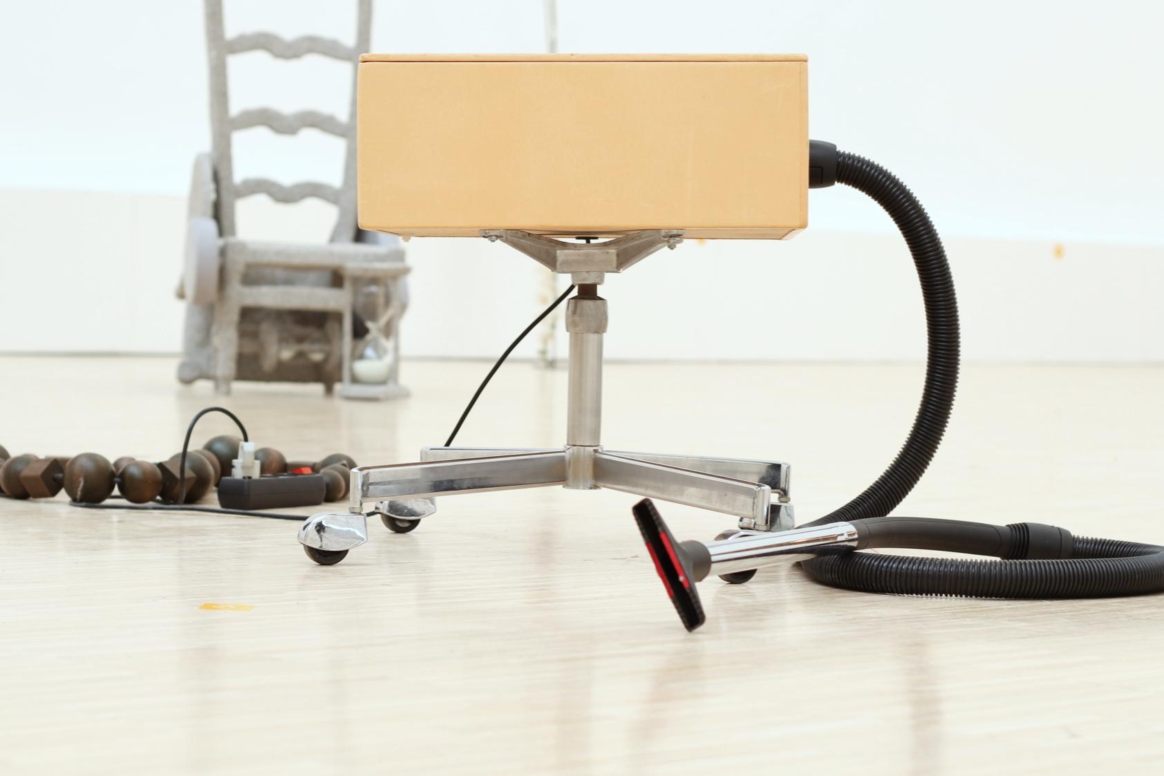 51. BLESS N° 17 Design Relativators, Vacuum Cleaner 2, 2002_wystawa poręczne