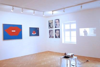 Widok wystawy Metapolityka zobrazami Jurrego Zielińskiego ifilmem Jaapa Blonka