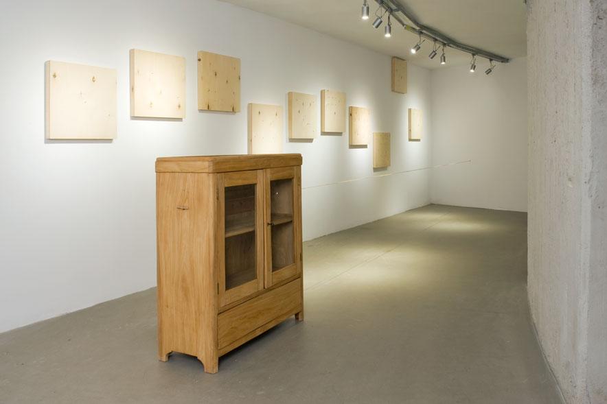 W tle: Cracow Series I– X, (2008); pierwszy plan: beztytułu (2010). Dzięki uprzejmości artysty