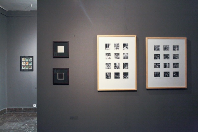 Od lewej napierwszym planie: Krzysztof Ćwiertniewski, Kompozycje kolorystyczne, 2010; Janusz Leśniak, Gwoździec - Garden (leśniaki), 1993
