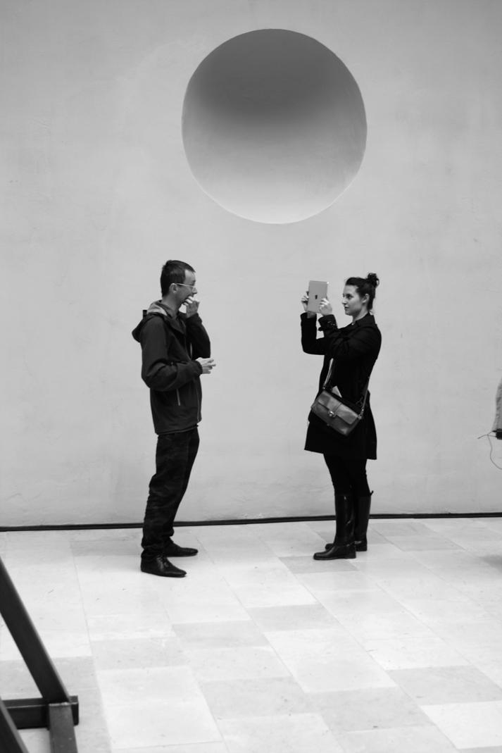"""Contemporary Lynx wtrakcie wywiadu zKonradem Smoleńskim, """"Everything Was Forever, Until It Was No More"""", Pawilon Polski, Biennale wWenecji 2013, zdjęcie Contemporary Lynx"""