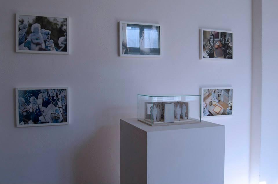 """Ewa Doroszenko, zcyklu """"Copy Cat"""" (2008-2013), fotografie, makieta orazmateriał audio -- in the fair land o' lokal_30."""