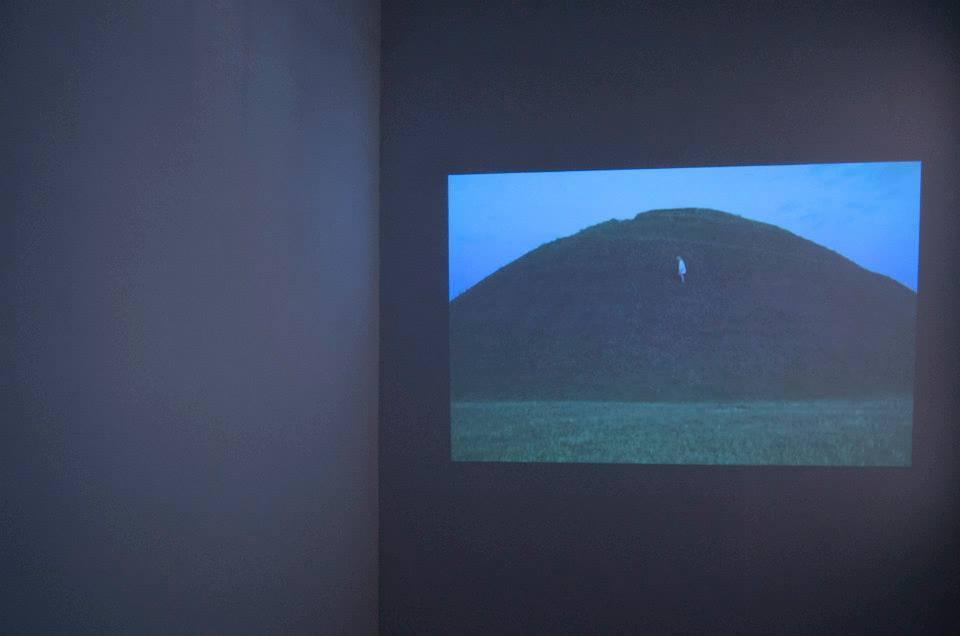 """Kaja Dobrowolska, zcyklu """"Emotional Landscapes"""" (2012), wideo -- in the fair land o' lokal_30."""