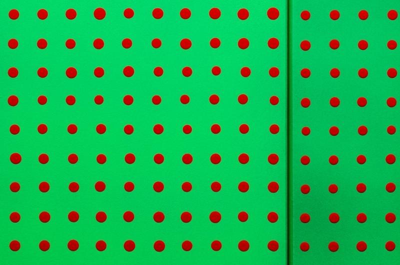 Joachim Sługocki, 6700, 2013, instalacja, akryl napłotnie, świetlówki