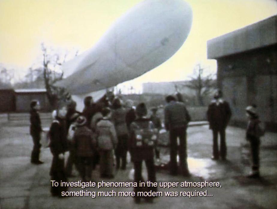 """Hubert Czerepok, Sięgnąć gwiazd,  2011,  taśma 8 mm przetransferowana naHD, 24'53"""""""