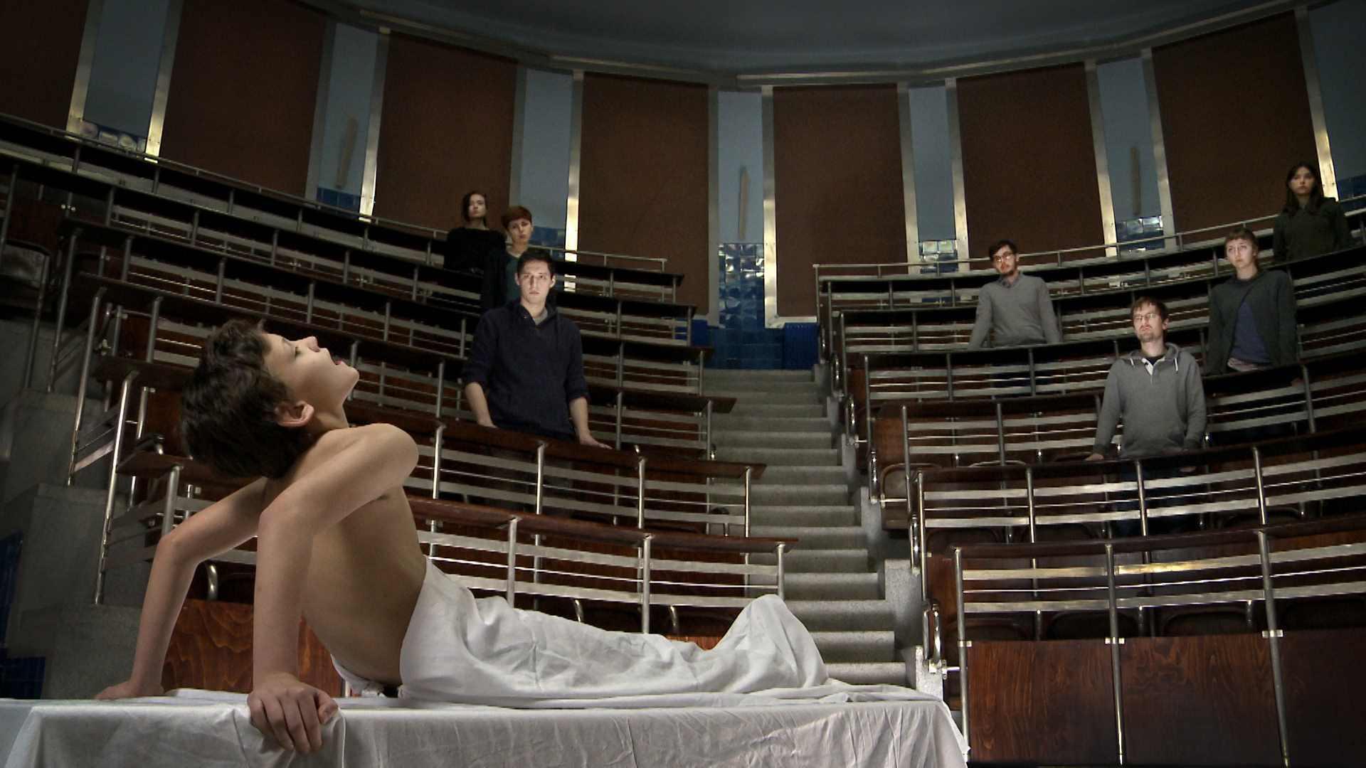 Mateusz Okoński, Jakub Woynarowski, Czeski papież, video HD, instalacja trójkanałowa, 2014