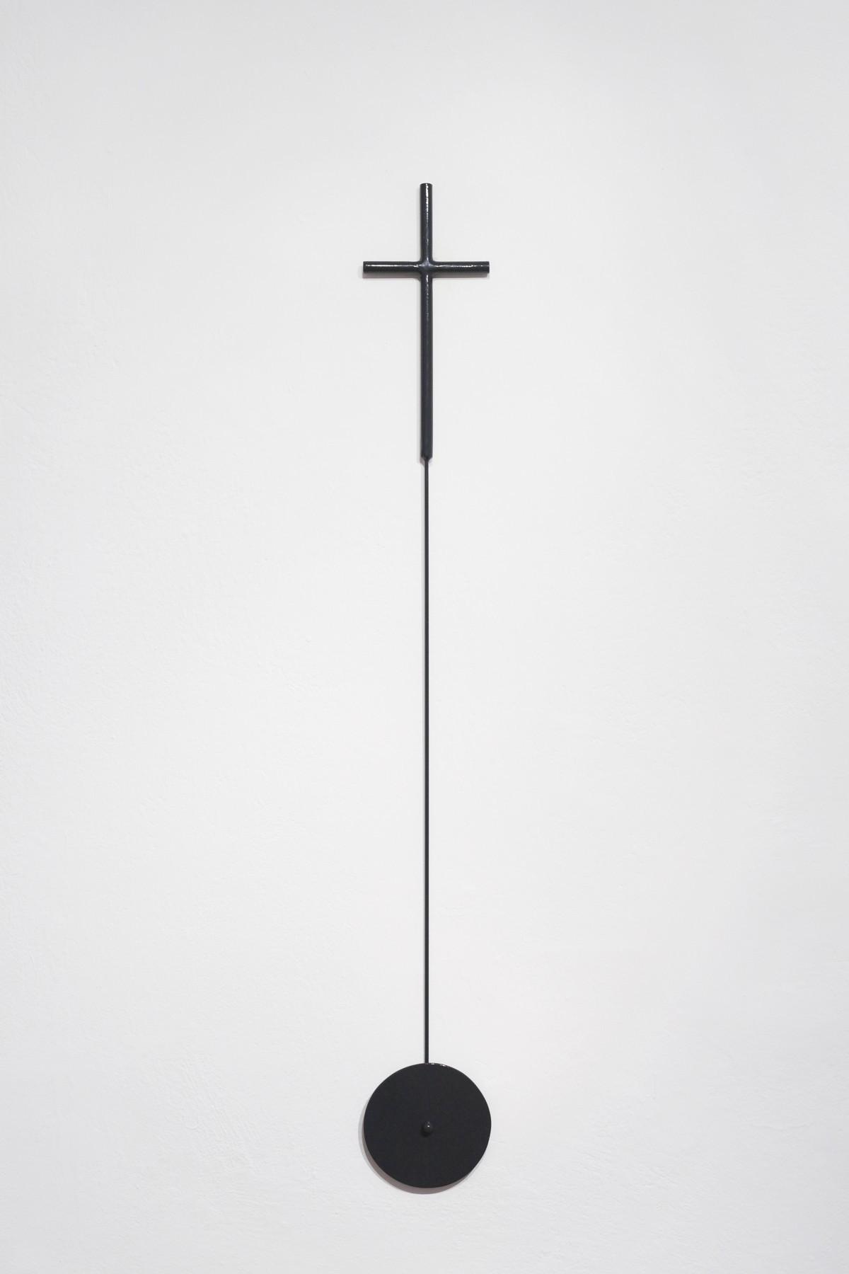 Krystian Truth Czaplicki, Krzyż nadrogę, 2013. Stal malowana proszkowo