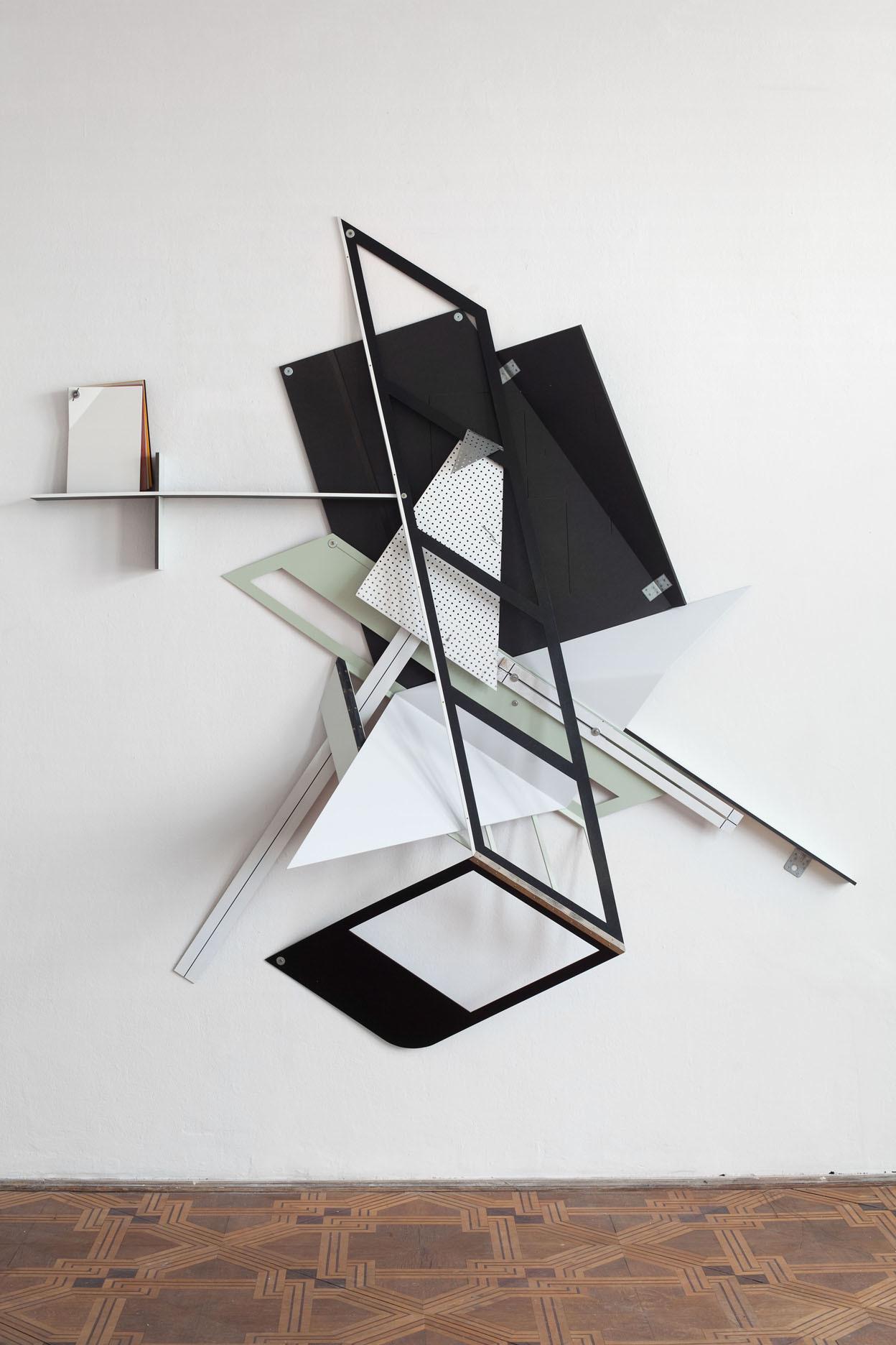 Benjamin Bronni, MT-23/76-13E, 2013, MDF, metal, lakier, 230 x 230 x 50 cm