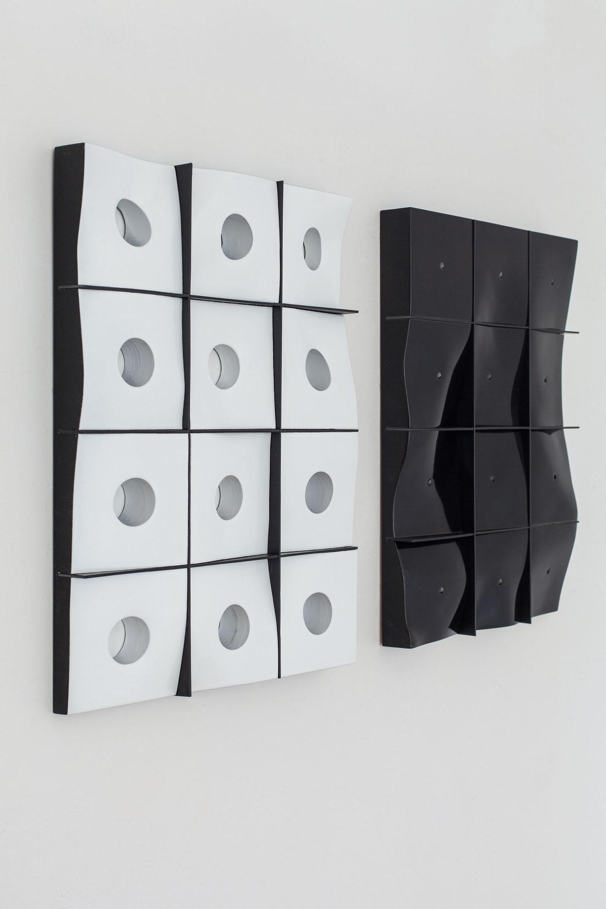 Benjamin Bronni, White Beauty, 2014, MDF, lakier, polistyren, 36 x 27 cm; Benjamin Bronni, Black Beauty, 2014, MDF, lakier, polistyren, 36 x 27 cm