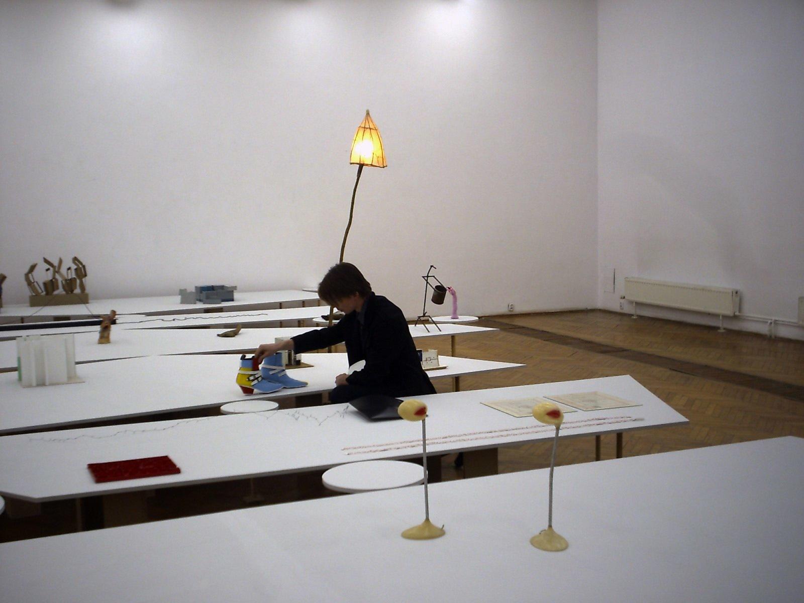Ostatnie poprawki przedotwarciem wystawy Prym,2004