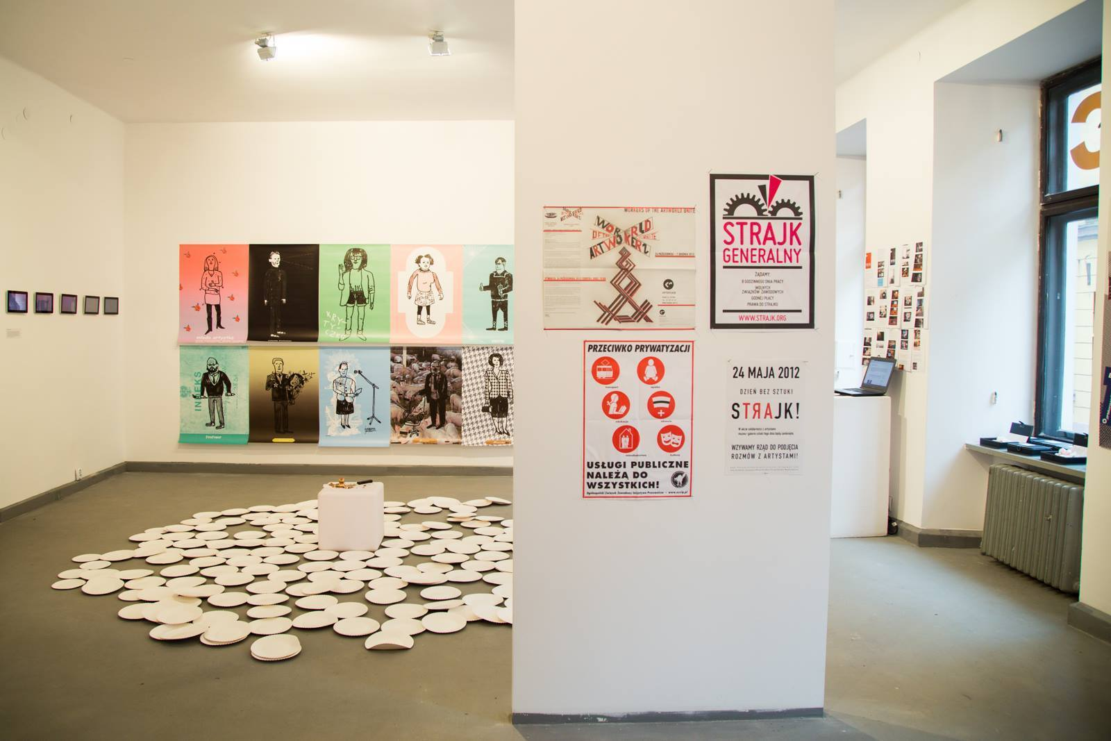 """Workers of the Artworld Unite"", Galeria Szara, Cieszyn 2014, widok wystawy"