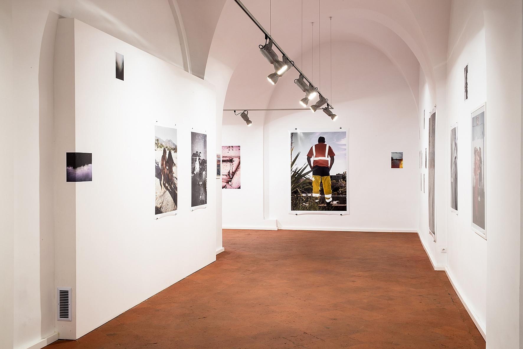 """Dawid Misiorny, """"Faux-pas-partout"""", galeria Piekary, widok nawystawę"""