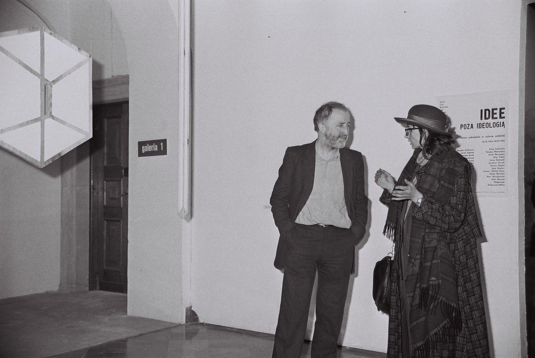 """wernisaż wystawy """"Idee poza ideologią. Nowe pokolenie wsztuce polskiej"""", 1994, CSW Zamek Ujazdowski"""