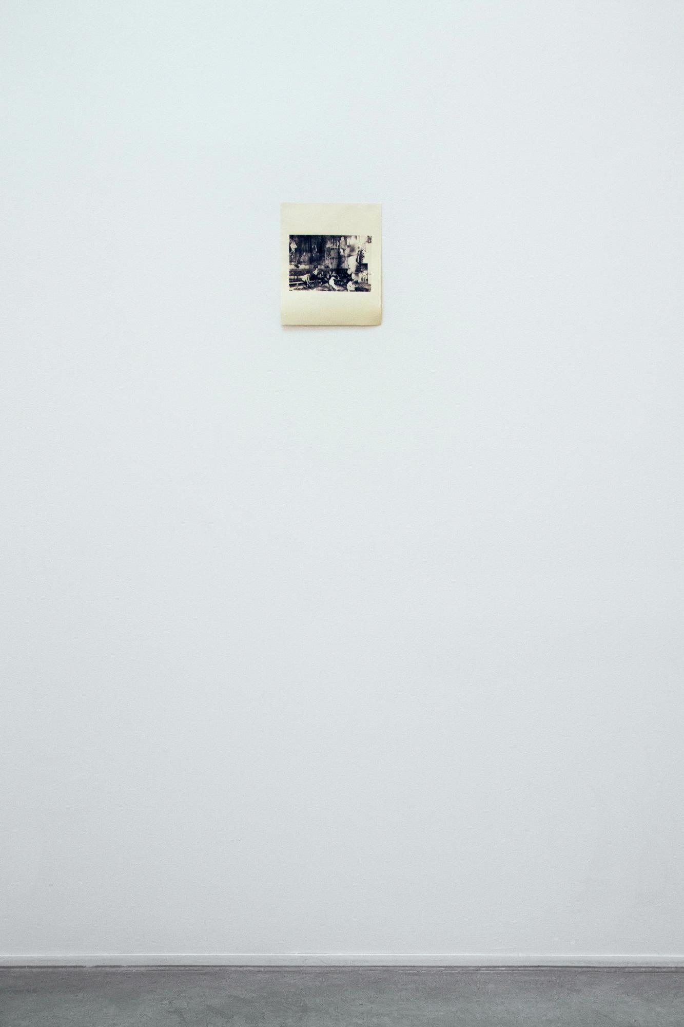 'ksero nr.1' technika: znaleziona odbitka kserograficzna/ekspozycja centralna, zgodnie zzasadą: środek kadru nawysokości wzroku fot.Łukasz Szymczyk / dzięki uprzejmości CSW Kronika