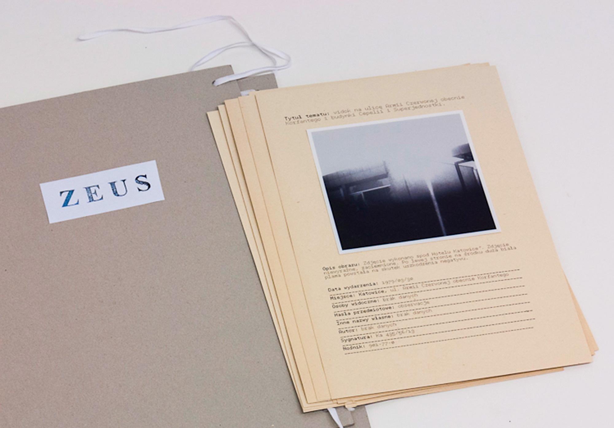 'ZEUS' technika: fotografia operacyjna wykonana wkontekście potencjalnie istotnej sytuacji/skan cyfrowy znegatywu/opis/kategoryzacja/ praca nazbiorze fot.Błażej Pindor / dzięki uprzejmości Galerii Asymetria