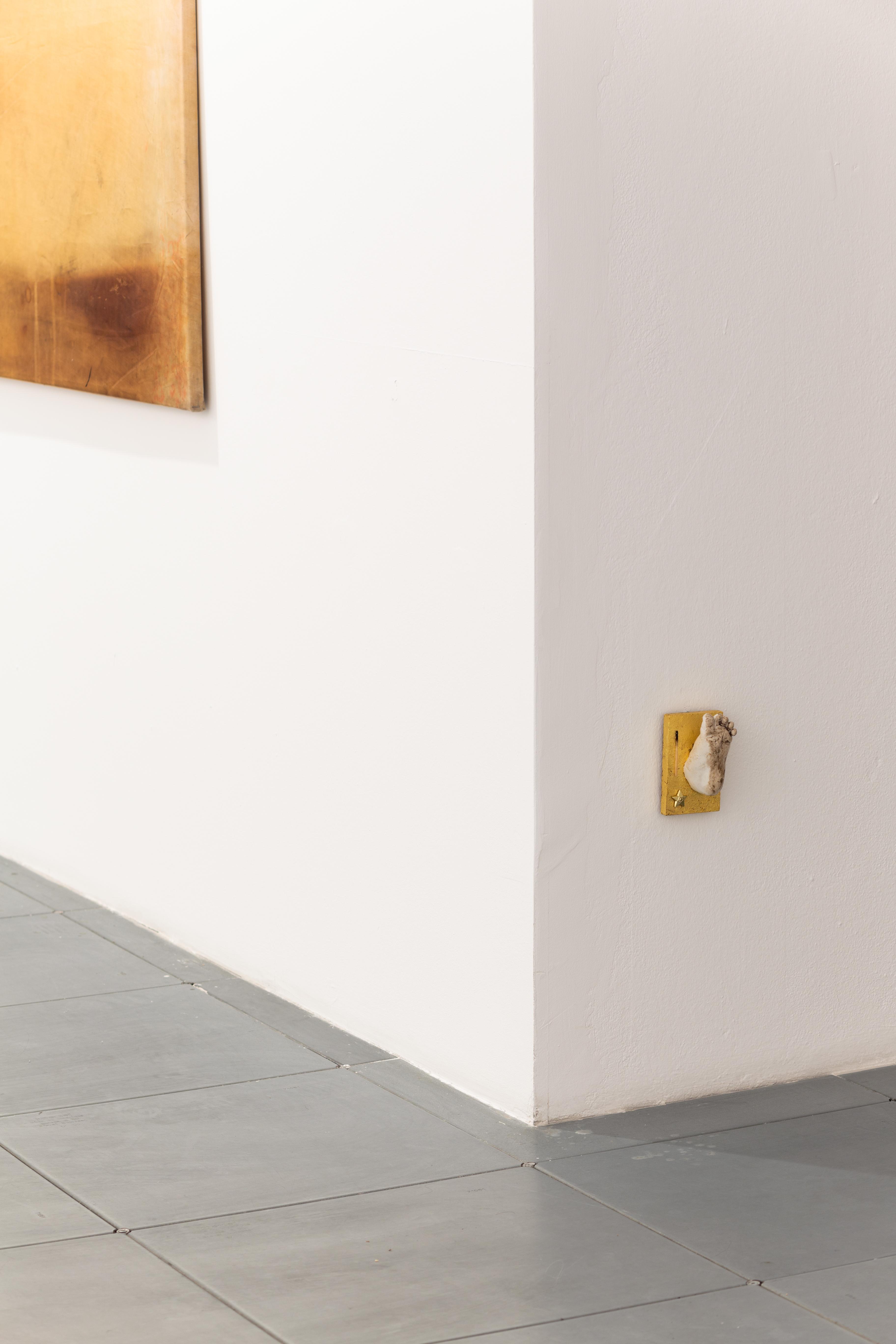 """Jiri David,"""" Stopa wzłocie"""", 2014, technika mieszana, dzięki uprzejmości Le Guern iartysty"""