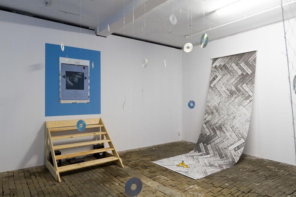 """Daniel Malone, """"Wschodzący Babilon"""", widok wystawy, dzięki uprzejmości galerii Arsenał wBiałymstoku"""