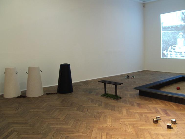 """Marzena Nowak,"""" ABright, Bright Day"""", widok wystaw, Galeria Foksal, 2014"""