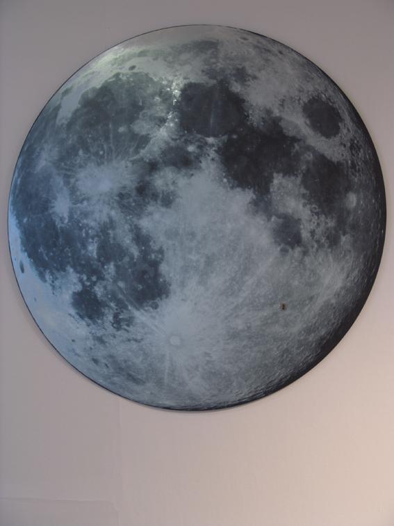 Bez tytułu (Księżyc), 2014 Lustro, druk, Ø 140 cm