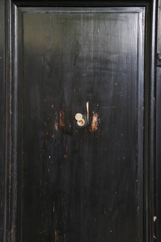 Bez tytułu (Wizjer), 2014 wizjer zamontowany odwrotnie wdrzwiach wejściowych galerii