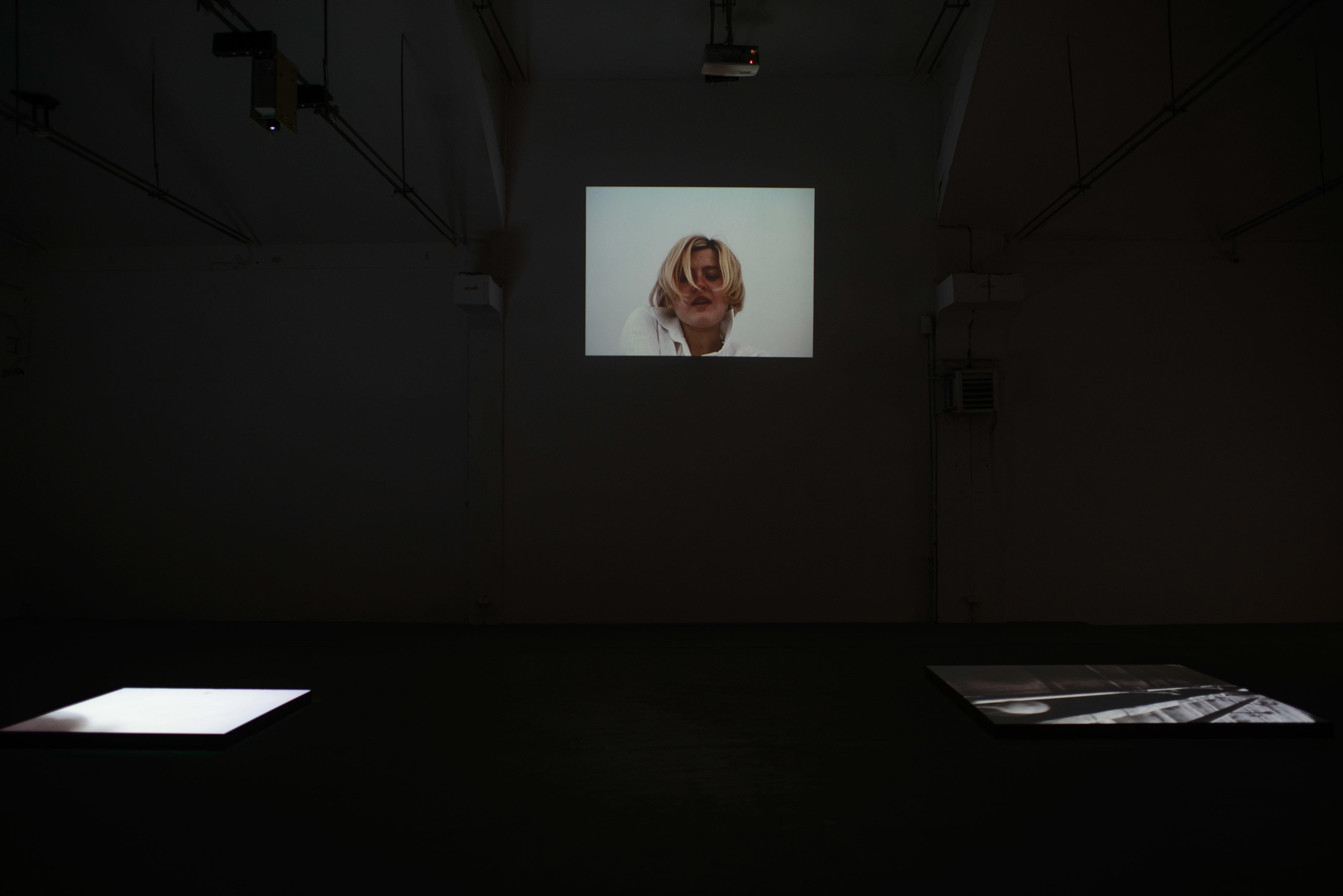 """Mirosław Bałka, """"Fragment"""" widok wystawy, Galeria Labirynt"""