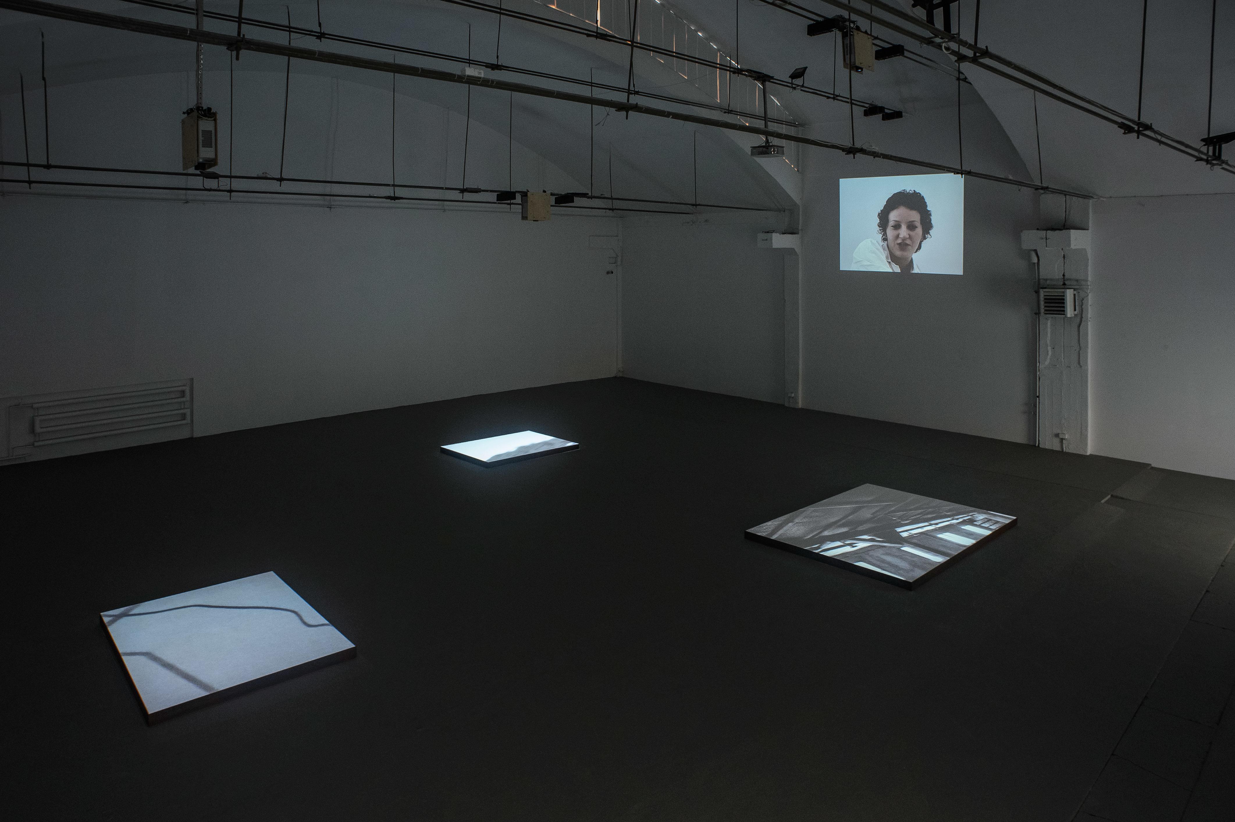 """Mirosław Bałka, """"Fragment"""", widok wystawy, Galeria Labirynt"""