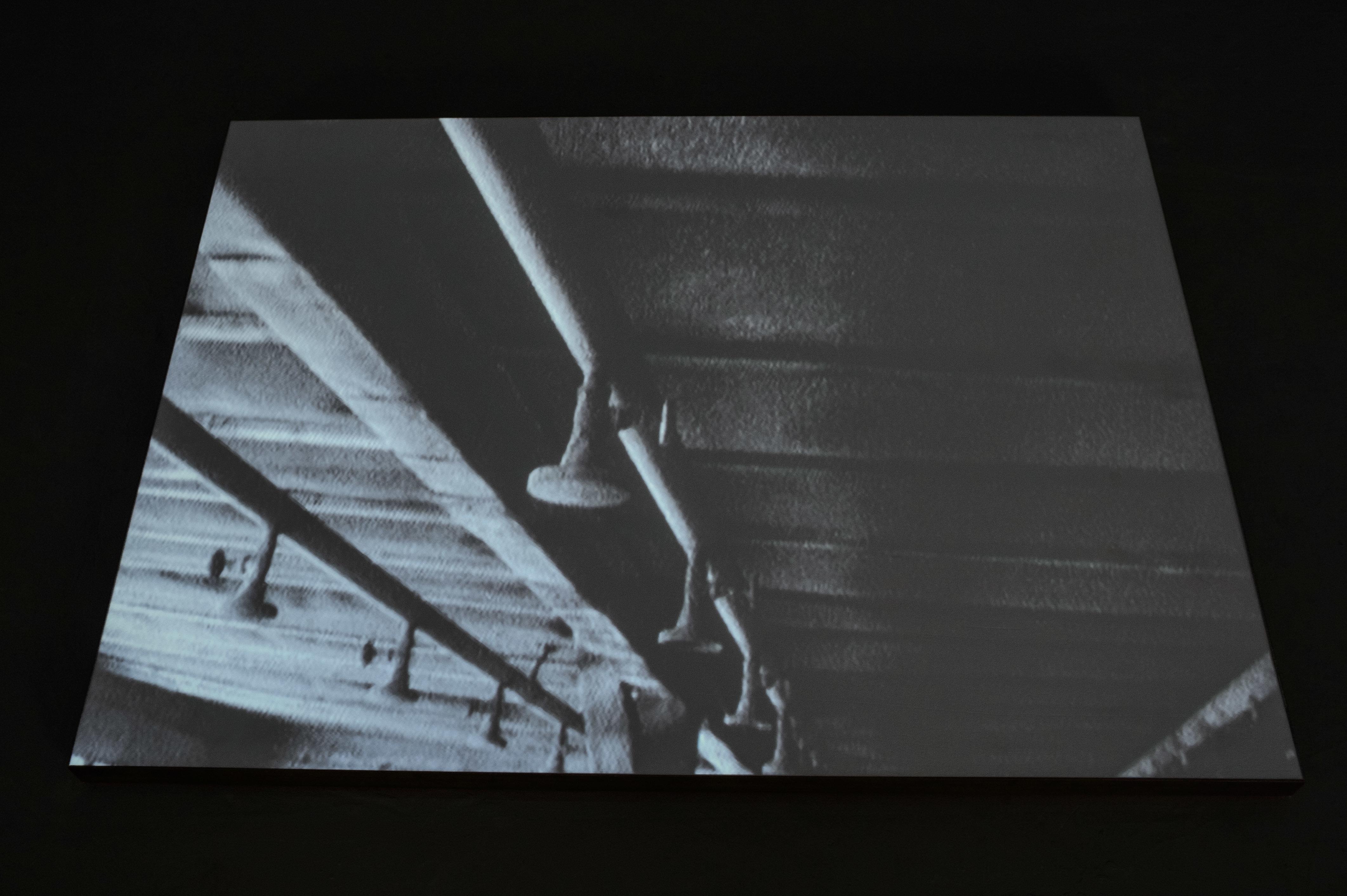 """Mirosław Bałka, """"bottom"""", 1999/2003, wideo zrealizowane właźni KL Majdanek wLublinie"""